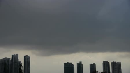kentsel : Dark clouds cover sun sky,building high-rise,House silhouette.
