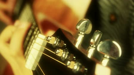 instrumentos : playing guitar,strum,golden sunlight. Vídeos