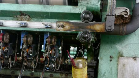 coton : Titubant de la machine et la machine textile en operation.Bearings, vis, boulons.