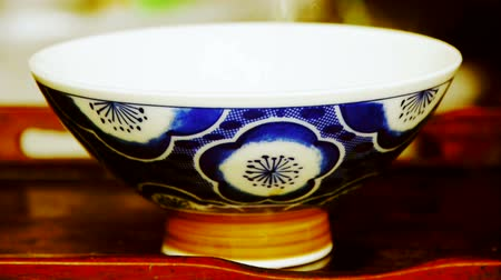 comida japonesa : Teapot pouring tea,ancient customs of leisure.china,japan,water. Vídeos