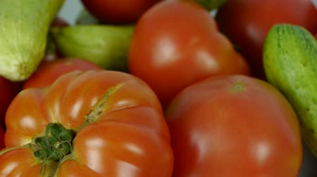 üretmek : A set of fresh tomato & cucumber fruit vegetables.