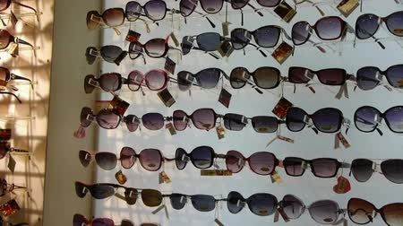 espetáculos : entire wall of sunglasses at the mall.