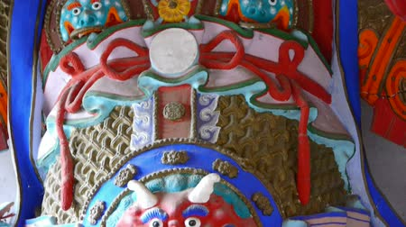 buddhista : Chinese immortals Buddhist Vajra sculpture in carved beams painted buildings,majestic face.