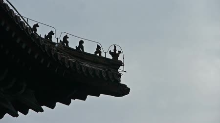 templom : sculpture on roof eaves,China ancient architecture.carved beams & painted buildings.