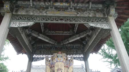 божество : China Fortuna sculpture in temple ancient architecture,.historical-sculpture & monuments.carved beams & painted buildings.