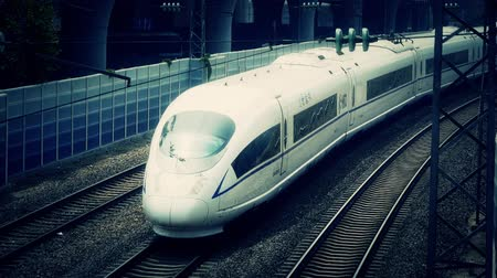 trilho : overlook high-speed rail passing.