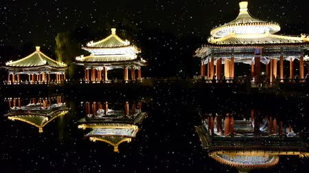 tradicional : China Beijing ancient architecture pavilions reflection in pool water.