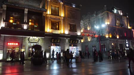 kasaba : crowd walk in China Beijing night alley street market. Stok Video