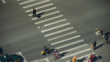 encruzilhada : Aerial view of timelapse crosswalk & traffic at an urban city,zebra crossing.