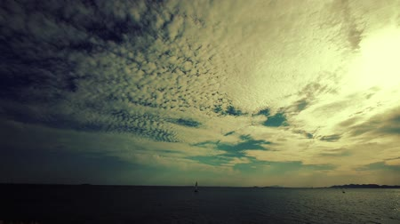 żaglowiec : timelapse sailboat on sea,sunset clouds.