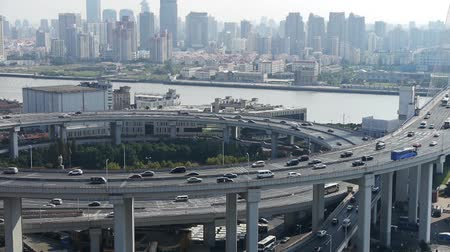 křivky : closeup of  freeway busy city rush hour heavy traffic jam highway Shanghai china,nanpu overpass interchange,moving the lens. Dostupné videozáznamy