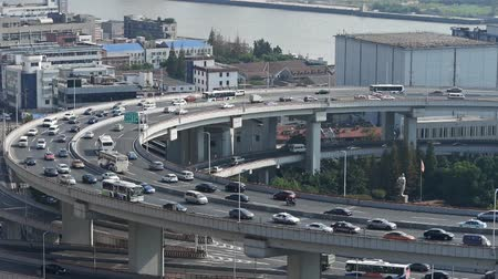 křivky : closeup of urban overpass traffic interchange,Shanghai Skyline,Crowded Street.z1 x2 c3=closeup of  freeway busy city rush hour heavy traffic jam highway Shanghai china,nanpu overpass interchange,Shanghai Skyline,Crowded Street.