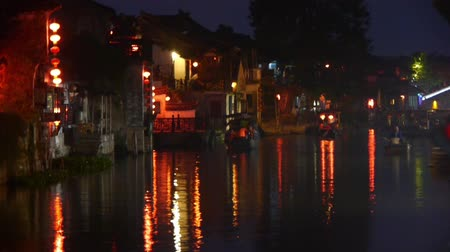 традиционный : Traditional Chinese houses in XiTang Water Town at night,shanghai,China.