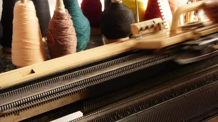 вязание : modern Machine For Knitting On Weaving Mill Стоковые видеозаписи