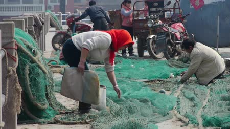 edebi : china fishermen repair nets.