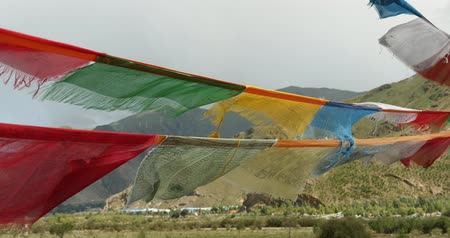 божество : 4k flying prayer flag with mountain, Tibet.
