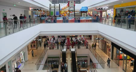 lobi : 4k escalators, shopping mall, customer in the shopping malls scene, modern city environment. Stok Video