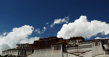 sziámi : 4k Potala in Lhasa, Tibet, white puffy cloud mass in the blue sky.