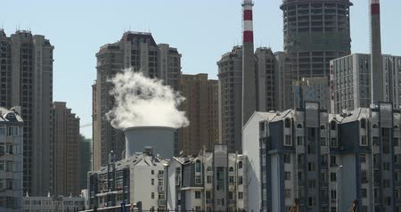 продукты : fumes billow from industry chimney,energy generation pipe with smoke,urban building background. Стоковые видеозаписи