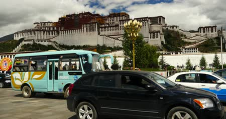 пагода : busy traffic & crowd in front of potala in lasa,tibet.