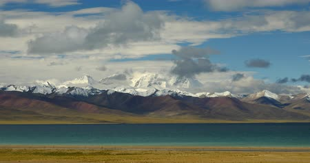 velkolepý : huge clouds mass rolling over lake namtso & Tanggula snow mountain peak,tibet mansarovar Dostupné videozáznamy