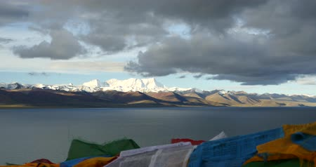 inculto : huge clouds mass rolling over lake namtso & Tanggula snow mountain peak,tibet mansarovar Vídeos