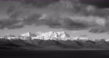 inculto : time lapse of huge clouds mass rolling over lake namtso & Tanggula snow mountain peak,tibet mansarovar, Vídeos