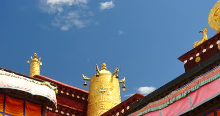 histórico : closeup of The Jokhang Temple In Lhasa,Tibet,white clouds in blue sky. Vídeos