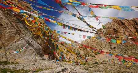 rüzgârla oluşan kar yığını : Prayer flags at the lake namtso in tibet,ancient holy monk meditation in cave,ZhaXi Peninsula,tibet mansarovar,Tibets second largest lake,is the third largest saltwater lake in China.Danggula(Tanggula) Mountains in xizang Plateau,roof of the World.
