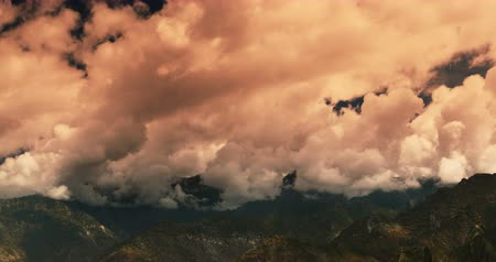 sobre o branco : time lapse of white puffy clouds mass rolling over Tibet mountaintop,sunset glow,clouds shadow running,roof of the World.