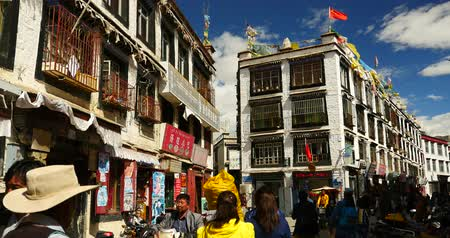 невозделанный : 4k tibetan & tourist walking on famous barkhor street in lhasa,tibet,butter store.