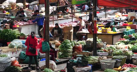 питание : large outdoor vegetable trade market in Shangri-La,china,minority women,variety of vegetables & fruits.