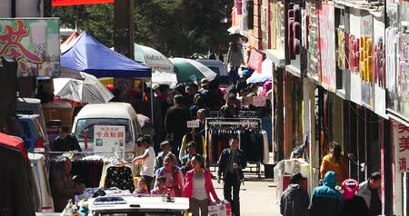 bakkal : 4k The busy resident crowd walking on the market in Shangri-La street,china. Stok Video