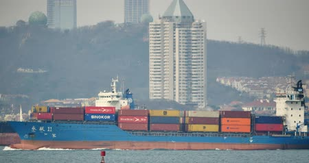 распределение : 4k Cargo Container Ships Through The QingDao Harbo,moder urban building,china.