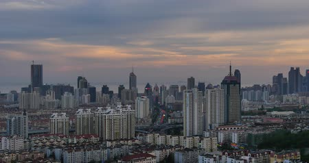 çevre : 4k urban busy traffic jams in dusk,QingDao,china.highway street & moder city business building.