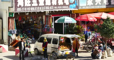 inculto : 4k busy traffic & crowd in Shangri-La street,yunnan china.Fruit stand & Minority women.