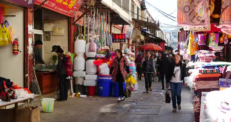 shangri la : 4k The busy resident crowd walking on the market in Shangri-La street,china. Stock Footage