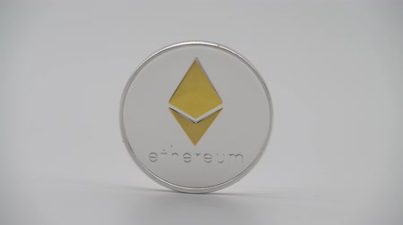 srebro : 4K Physical metal silver Ethereum currency on white background. New worldwide virtual internet money. Digital Etherum coin cyberspace, cryptocurrency ETH. Good investment future of online payment-Dan