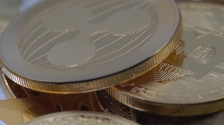 dançarinos : 4K Physical metal golden Ripplecoin currency rotating over others coins. Worldwide virtual internet money. Digital Ripple coin cyberspace, cryptocurrency XRP. Good investment future online-Dan Stock Footage