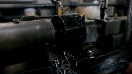 demirli : Worker making steel detail with the machine Stok Video