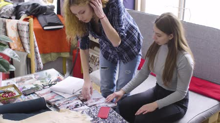 couturier : Girlfriends discuss new designs of clothes in the atelier