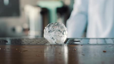 jóquei : Large ice balls on the bar Stock Footage
