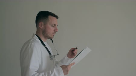 Doctor writes in the history of the disease in the corridor of the hospital