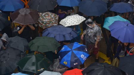zákaz : HONG KONG - CHINA 2019: top view of protesters people carrying umbrellas during demonstration in rain. peaceful assembly and anti government demonstrations. Anti-extradition bill protesters Dostupné videozáznamy