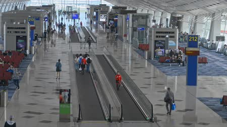 nástup do letadla : Hongkong, China - August 2019: airport waiting room and travelator top view. people with bags, baggage walking and sitting. departure airplane. passengers with luggage ready to travel. international, transportation concept Dostupné videozáznamy