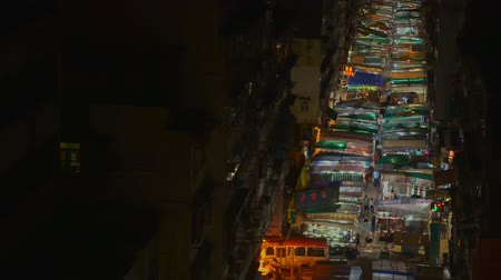 tüketici : Hongkong, China - August 2019: top view of stalls row. asian market with sreet food and crowded people at evening. illumination. overhead aerial footage with illumination lights. chinese, shopping concept