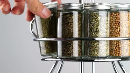 cominho : spice rack being used