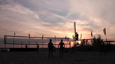 подача : Volleyball Stock Video Footage Change field Hard ball They serve, reception, but this time the opponent was stronger ball out of bounds. Volleyball. Стоковые видеозаписи