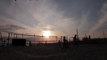 подача : Volleyball Stock Video Footage Change field. Exchange fields. Man enters the ball in play, and that Стоковые видеозаписи