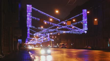 gyalogút : SAINT PETERSBURG, RUSSIA - JANUARY 04, 2014: City avenue decorated with Christmas illumination and cars at night traffic Stock mozgókép